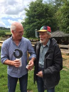 Johannes Dröge mit Hüttenwirt Jürgen Lüke